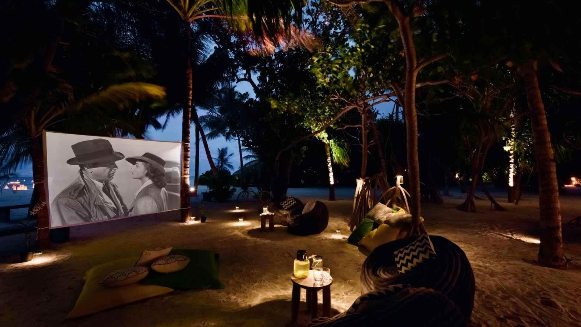 Kanuhura_Activities_cinema_on_the_beach-1599×1067-61c801f1-db3c-4ef6-aecd-1551840516d4