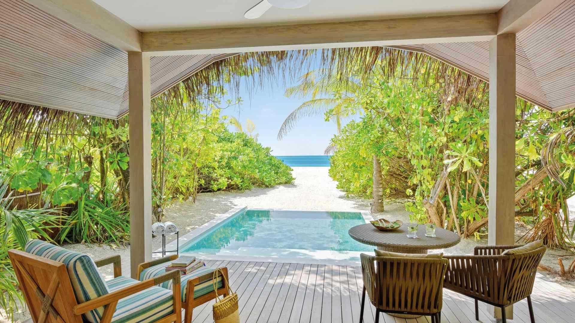 Kanuhura_Rooms_Beach_Pool_Villa_1-1599×1067-a674b6e8-64e1-4916-bb51-c4b5f920ceef