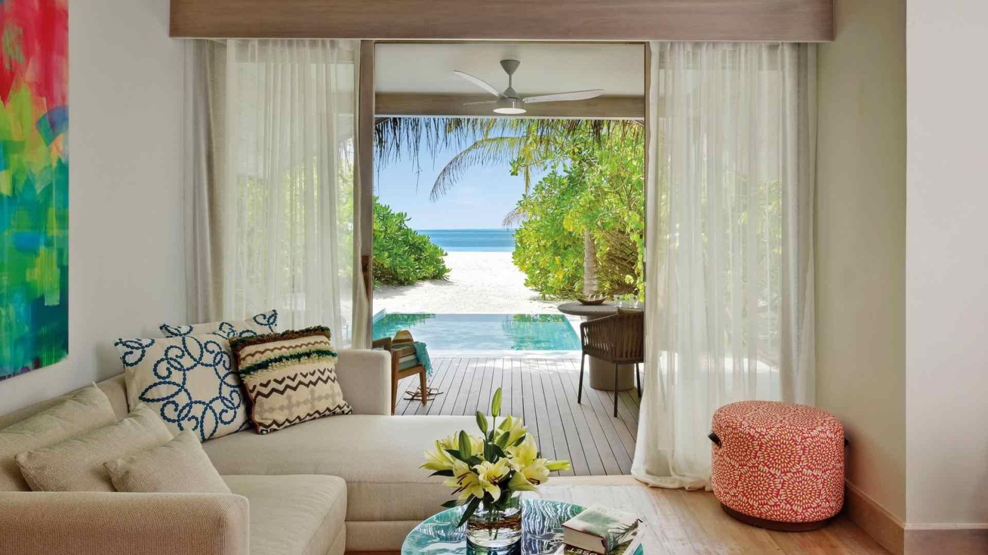 Kanuhura_Rooms_Beach_Pool_Villa_7-1599×1067-e28edece-2c3a-42e5-908c-e3f63f33313a