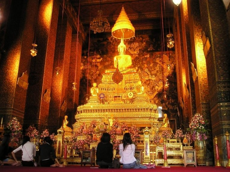 thailand-bangkok-temple-shrine-gold-altar