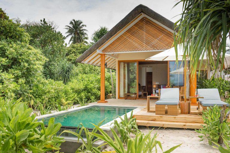 Kudafushi_beach_villa_with_pool_external1